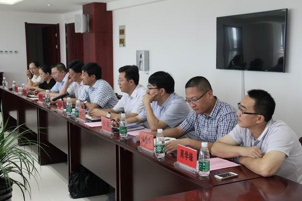 曲塘镇领导张英来,邓加忠,郭恒俊等党委,人大,政府负责人一同考察.