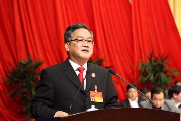 县人民法院院长王平作县人民法院工作报告
