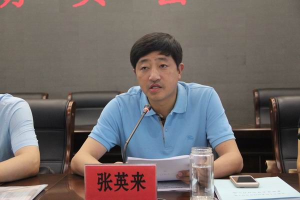 镇党委书记张英来在会上讲话