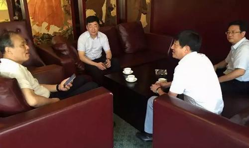 日上午,县委常委,组织部部长陈鹏军,镇党委书记张英来一行来到上海巿